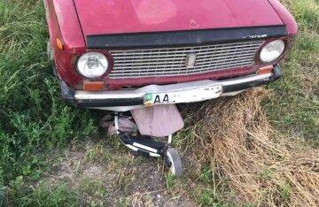 """Пьяный водитель сбил на обочине маму с годовалой девочкой: """"Коляска оказалась под авто"""""""