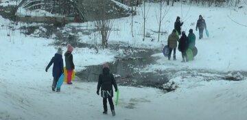 """""""Наражали на небезпеку дітей"""": у парку розворотили стометрову яму, харків'яни обурені"""