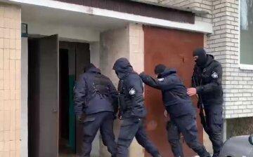 На Одещині озброєні люди в балаклавах напали на сім'ю з немовлям: що виявилося їх здобиччю