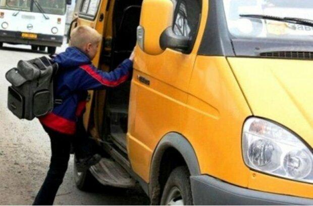 """""""Не бачу, що це школяр"""": у Дніпрі маршрутник відмовив у проїзді і довів до сліз 9-річну дитину"""
