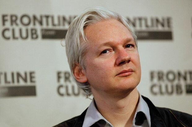 Еквадор відключив інтернет Ассанжу через Клінтон