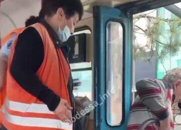 """""""Не проходив по дрес-коду"""": в Одесі з трамвая вигнали пасажира, очевидці зняли все на відео"""