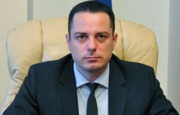 Мэр Каменского отдавал миллионные подряды на ремонт дорожной инфраструктуры связанным фирмам, - СМИ