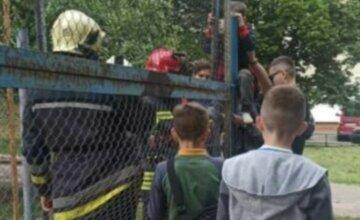 Ребенок попал в ловушку на Харьковщине, спасатели бросились на помощь: фото с места