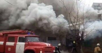 Страшный пожар вспыхнул в доме: двухлетний ребенок с родителями задыхались в дыму, фото и детали ЧП