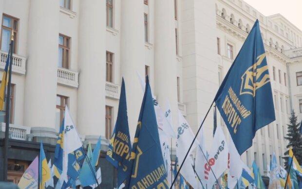 Нацкорпус приєднався до Майдану проти Зеленського, з'явилася заява: «Впроваджує політику поступок Росії»