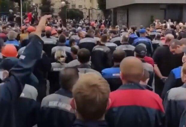 Білорусь охопив бунт робітників, в ОМОНу немає шансів: кадри того, що відбувається