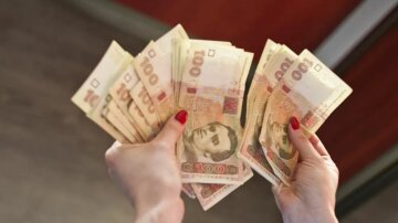 Украинцев ждут надбавки к зарплатам в 2020 году: кто и сколько получит