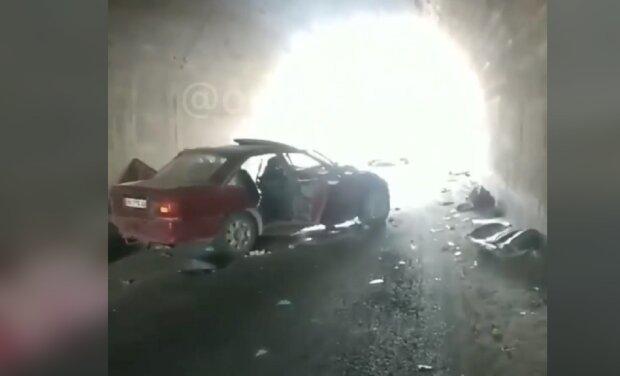 """""""Не виїхав з тунелю"""": життя чоловіка трагічно обірвалося на Одещині, відео аварії"""