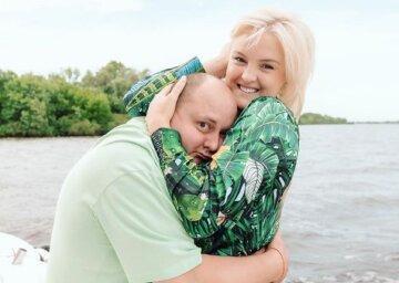 """Жена Ткача из """"Квартал 95"""" показала декольте с необычного ракурса: """"Для любимого мужа"""""""