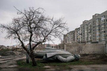 Фотографы раскрыли тайну декоммунизированных памятников Ленину (фото)