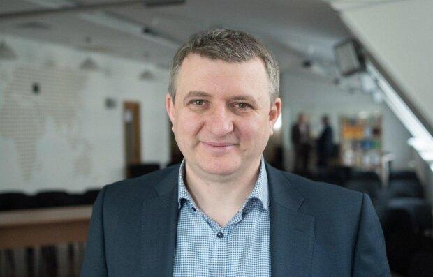 Юрий Романенко: досье на журналиста и политического эксперта
