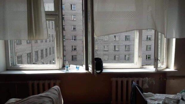 """Панцирні ліжка та брудні матраци з дірами: у Кривому Розі показали фото """"умов"""" у місцевій лікарні"""