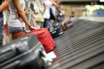Аеропорт скасував сотні рейсів через одного пасажира: що сталося