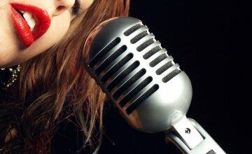 певица микрофон