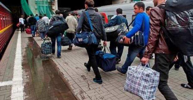 Українських заробітчан масово повернуть додому: що відомо про неминучі зміни