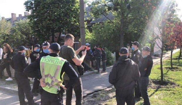 """На Одесчине копы повалили на пол и избили ветерана АТО: """"Пришел за женой"""""""