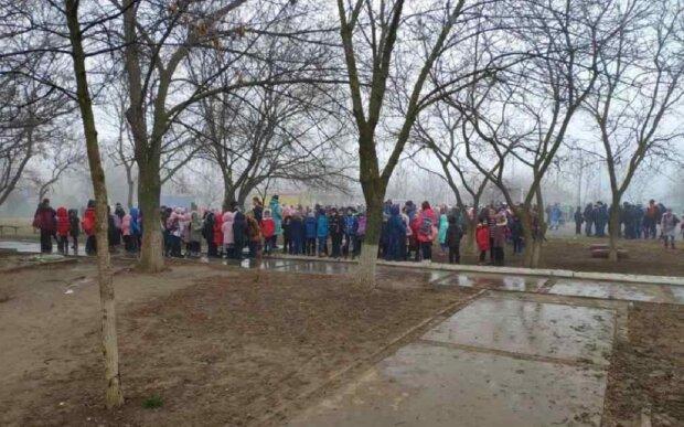 НП в школі під Одесою: почалася термінова евакуація дітей, кадри подій