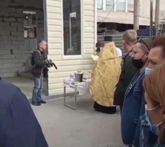 """На Барабашово открыли огонь по церкви, кадры: """"недавно освятили"""""""