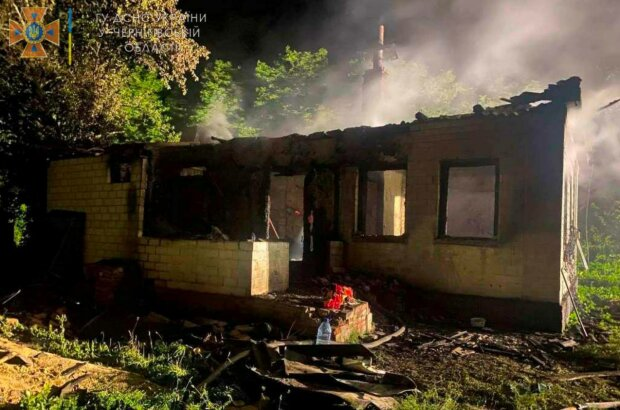 """Огонь погубил молодую семью, подробности трагедии на Черниговщине: """"Попрощаться пришло все село"""""""