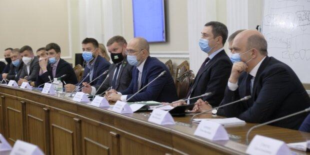 Госбюджет-2021 утвердили в Кабмине: выяснилось, что будет с зарплатами и пенсиями украинцев