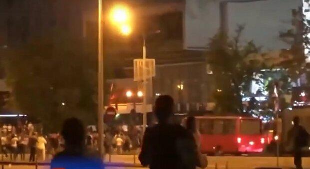 Майдан у Білорусі набирає обертів, бійці ОМОНу давлять людей на машинах: кадри нових зіткнень