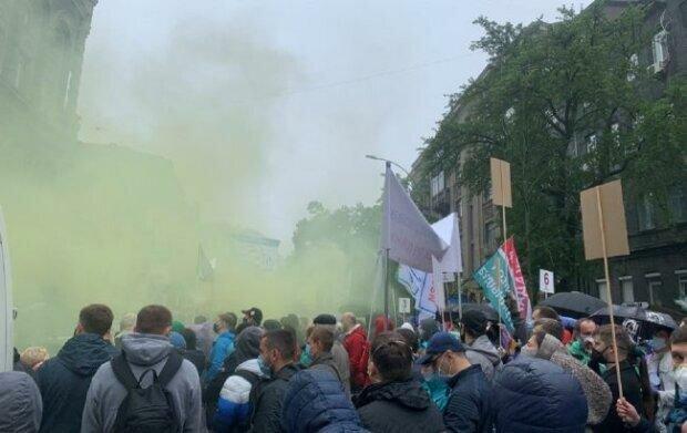 Бунт вспыхнул под окнами Кличко, люди доведены до отчаяния: кадры Крещатика в дыму