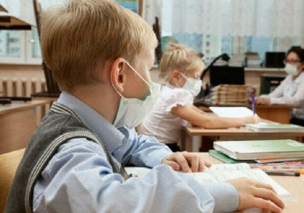 Ребенка могут исключить из школы за нарушение карантина: где введены суровые ограничения