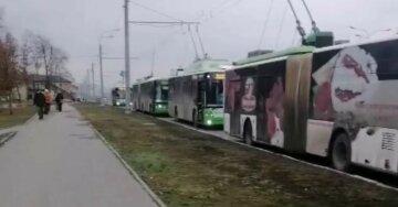 Транспортный коллапс в Харькове: город замер в пробках, фото происходящего