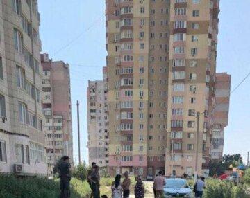 Назло соседям: под Одессой вандал разгромил лифт в многоэтажном доме, кадры