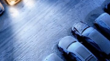 """Киевлянин припарковался на пешеходной зоне и жестоко поплатился: """"упала снежная глыба и..."""""""