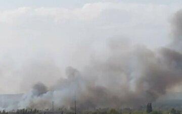 """На Харківському авіазаводі спалахнула масштабна пожежа: """"загорівся дах і..."""""""