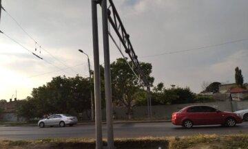 Водителям перекрыли проезд по одесскому мосту, кадры: установили ворота за 2 миллиона