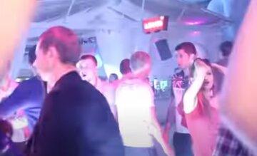 """Драка в ночном клубе Одессы, пострадавшего спасают врачи: """"попросил не снимать"""""""