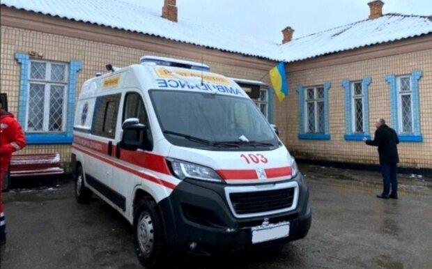 """""""Обидела"""" подруг: на Донбассе школьницу избили и заставили купаться в ледяной воде"""