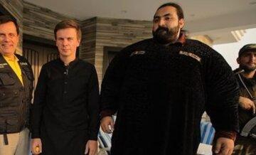 """Комаров из """"Мир наизнанку"""" ввязался в бои во время поездки в Пакистан: """"Огромные мужики, обмазавшись..."""""""