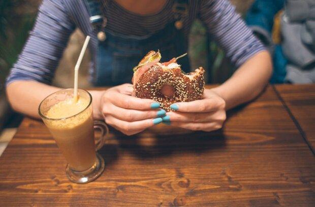 Stocksy-woman-eating-bagel-CACTUS-Blai-Baules