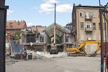 """У Дніпрі зносять один з перших у місті ТЦ, кадри: """"На його місці побудують..."""""""