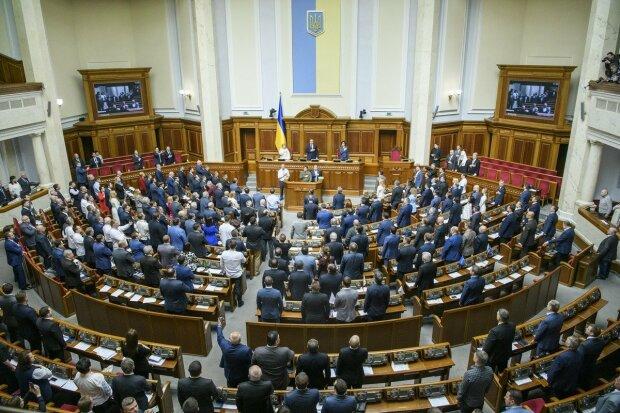 Сильно перетруждаются: депутаты Рады решили сократить себе рабочий день