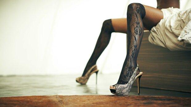 ноги в туфлі, туфлі, підбори, модель