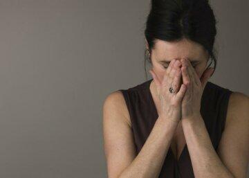 женщина плачет горе грусть печаль