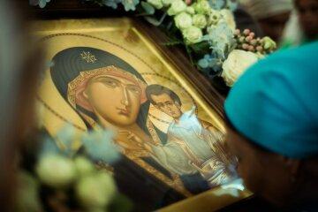 Сьогодні у всіх храмах УПЦ буде звершено особливе богослужіння - Похвала Пресвятої Богородиці