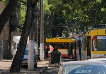 Движение общественного транспорта остановлено в Одессе: кадры коллапса