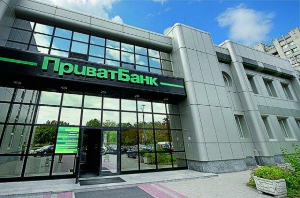 ПриватБанк массово арестовывает счета украинцев: кто под ударом