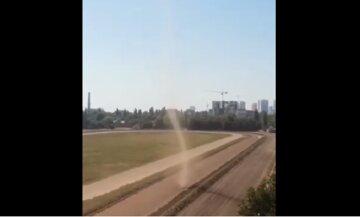 Смерч пронесся по Одессе: видео аномальной стихии