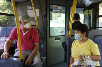 Пенсионеров обяжут платить за проезд в общественном транспорте: что придумали в Кабмине