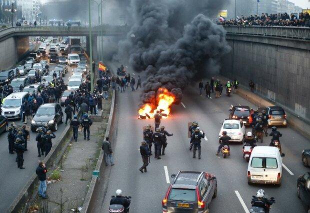 Париж парализован из-за забастовок таксистов во Франции (фото, видео)