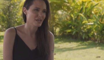 """Джолі вперше поділилася гіркими деталями розриву з Піттом: """"Тільки разом з нею я зуміла..."""""""