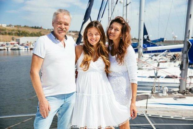 Тодоренко поделилась редким фото с родителями и сыном: «Самый сладкий подарок», фото