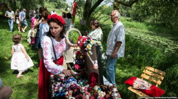 Кольоровий світ: в Україні пройшов фестиваль національних костюмів (фото)